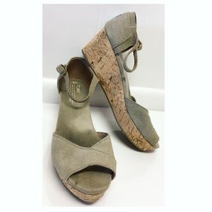 Toms   Short Wedge Sandals Summer Must-Have EUC